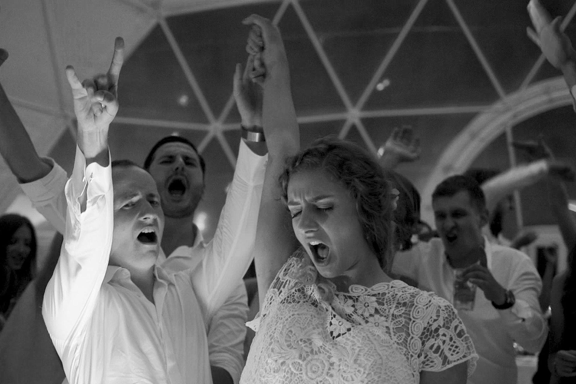 crazy-fun-wedding-party